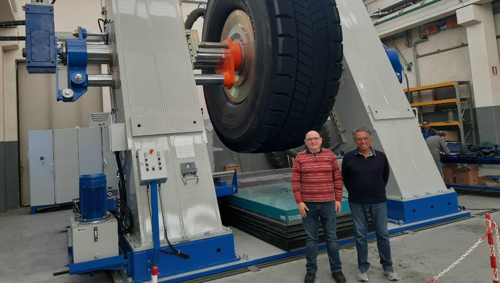 """Super Eagle OTR 63"""" da TRM: 50 toneladas de qualidade"""