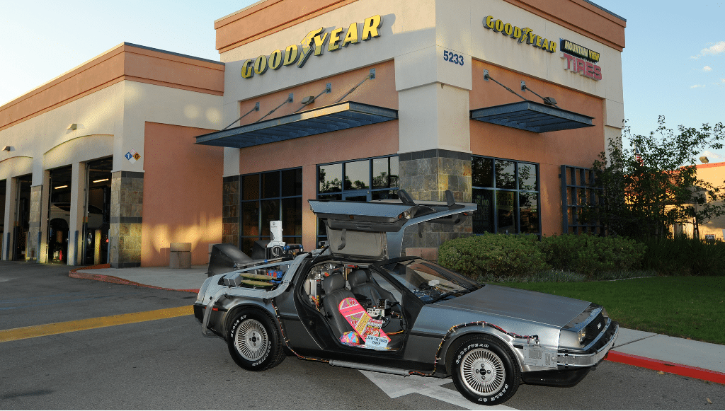 """Sabia que o DeLorean da saga """"Regresso ao Futuro"""" tinha pneus Goodyear?"""