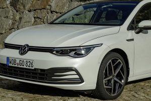 Volkswagen Golf 8 com tecnologia ENLITEN