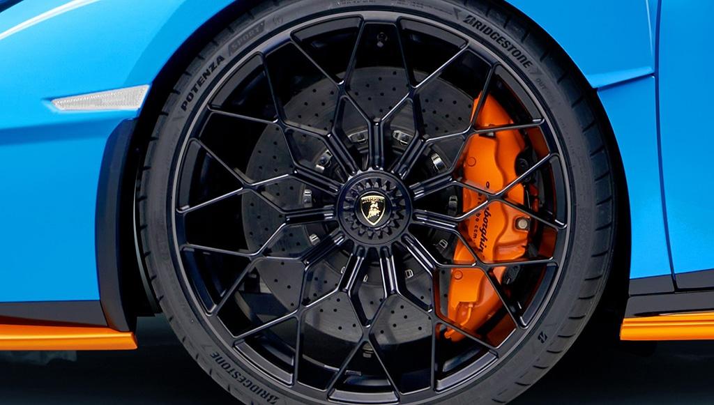 11 - Bridgestone-selecionada-pela-Lamborghini
