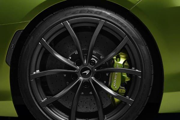 02 - McLaren-Artura-com-novos-pneus-inteligentes-Pirelli