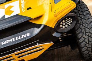 09 - Lewis-Hamilton-conduzido-por-pneus-Continental
